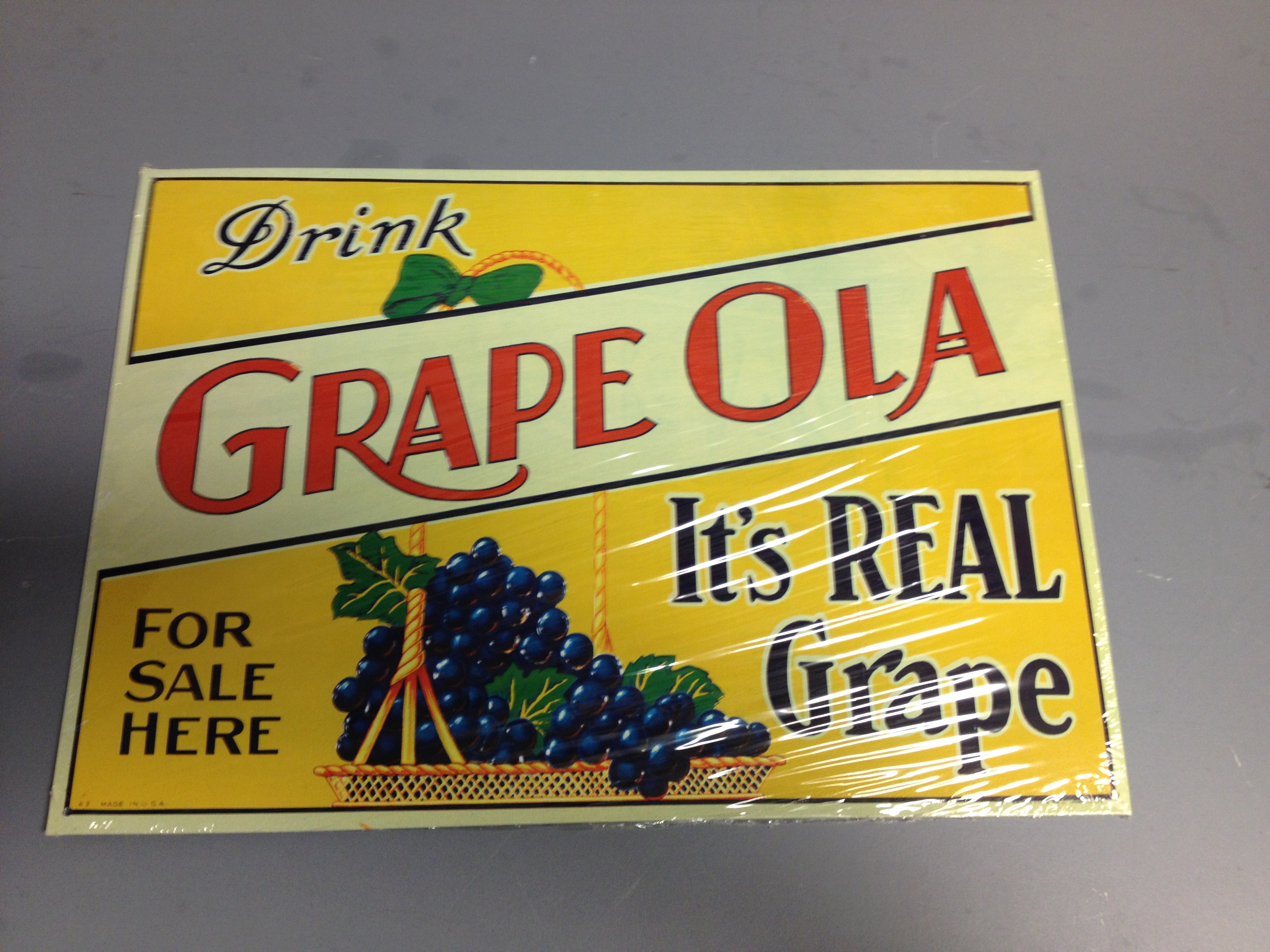 16 3 4 x 11 3 4 tin sign drink grapeola it 39 s real grape for Plaque metal cuisine